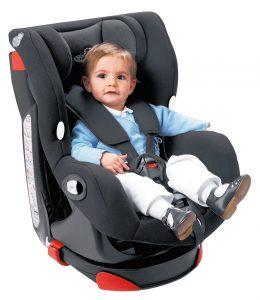 Bébé dans son fauteuil Bébé Confort Axiss