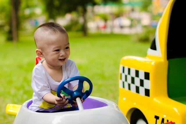 Enfant en sécurité en voiture